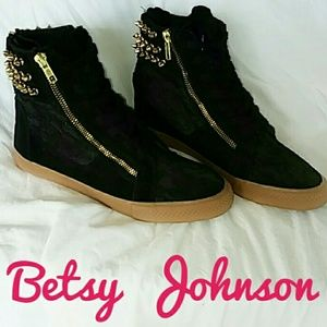Betsy Johnson Nxtstep Black Spike High Tops Size 8